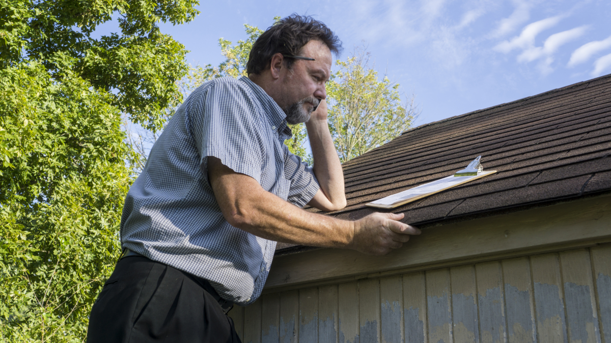 Does homeowners insurance cover roof storm damage?